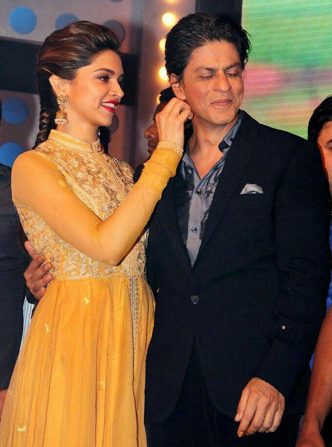 Happy moments Shah Rukh Khan and deepika padukone ...