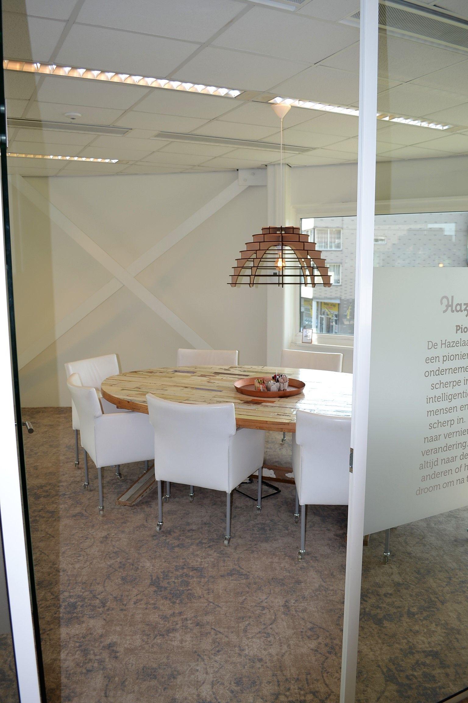 Vergadertafel sloophout en vintage look vloerbedekking for Inrichting advies
