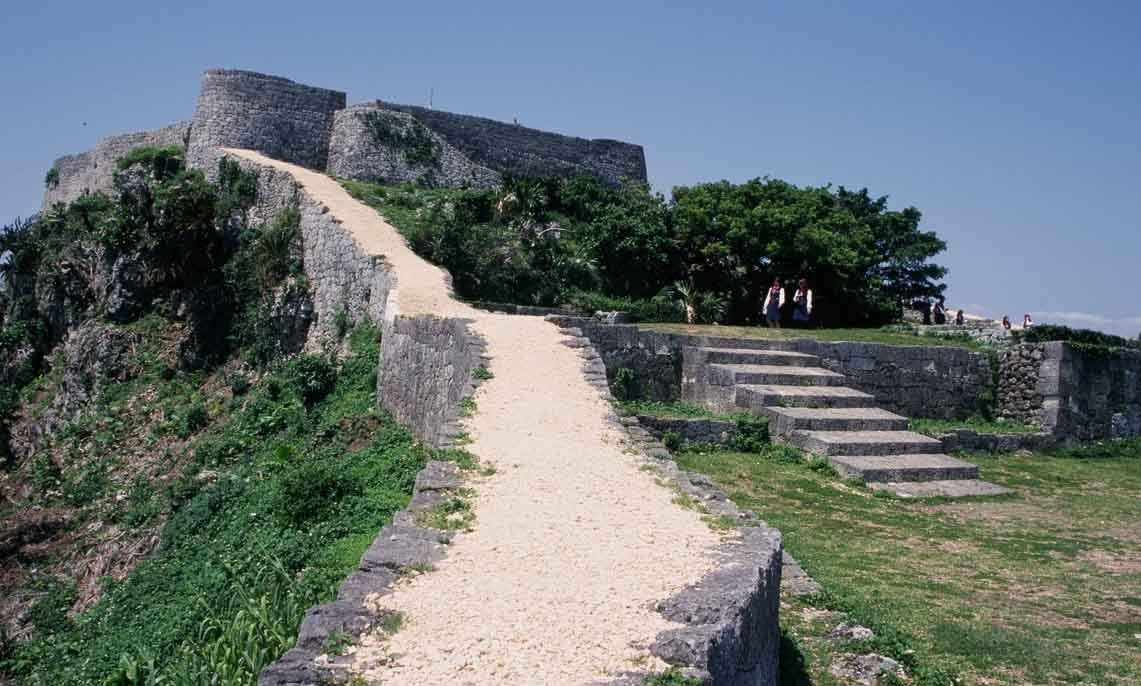 The Yonaguni Monument - an underwater mystery. |Okinawa Japan Ruins