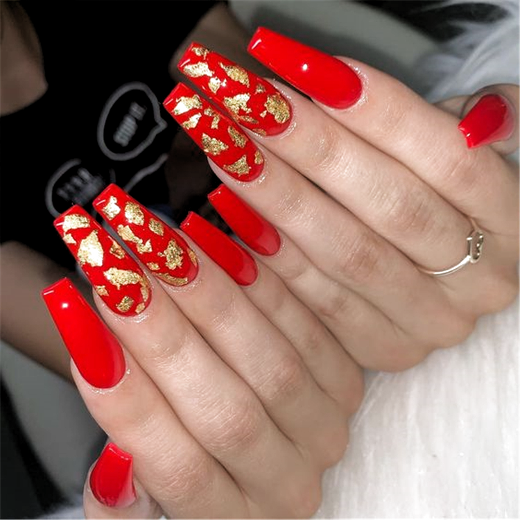 Trendy Winter Red Coffin Nail Designs For The Christmas And New Year Red Long Acrylic Coffin Nails In 2020 Gold Acrylic Nails Red Acrylic Nails Coffin Nails Designs