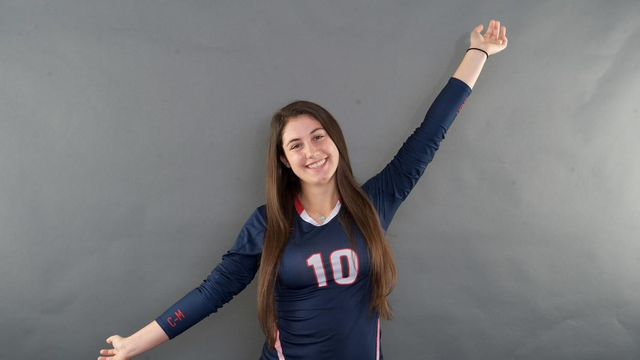 Danielle Franzosa L Chaminade Madonna Junior Volleyball Players Volleyball Players