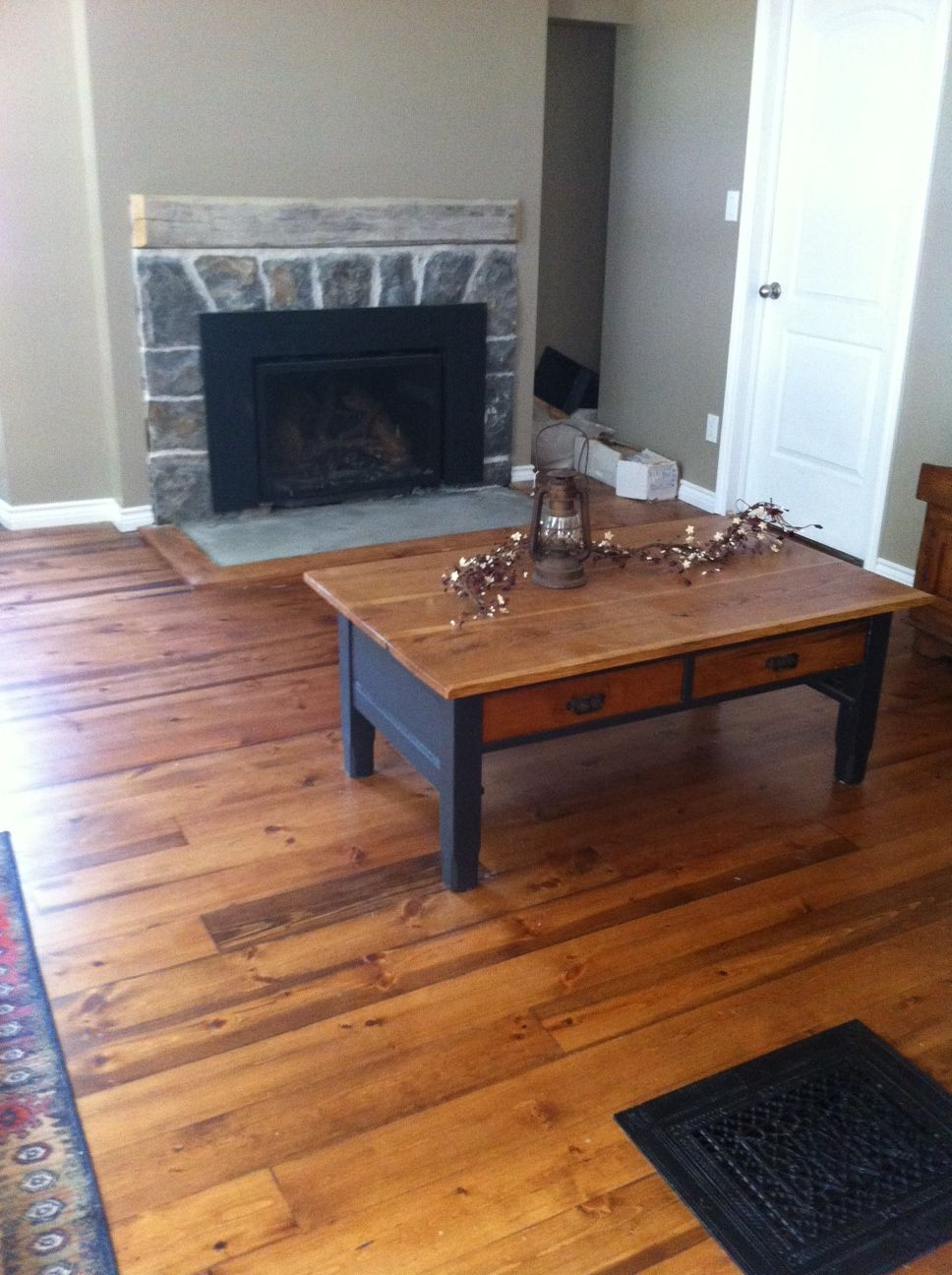 So Cozy And Quaint Gorgeous Floor Pine With An English