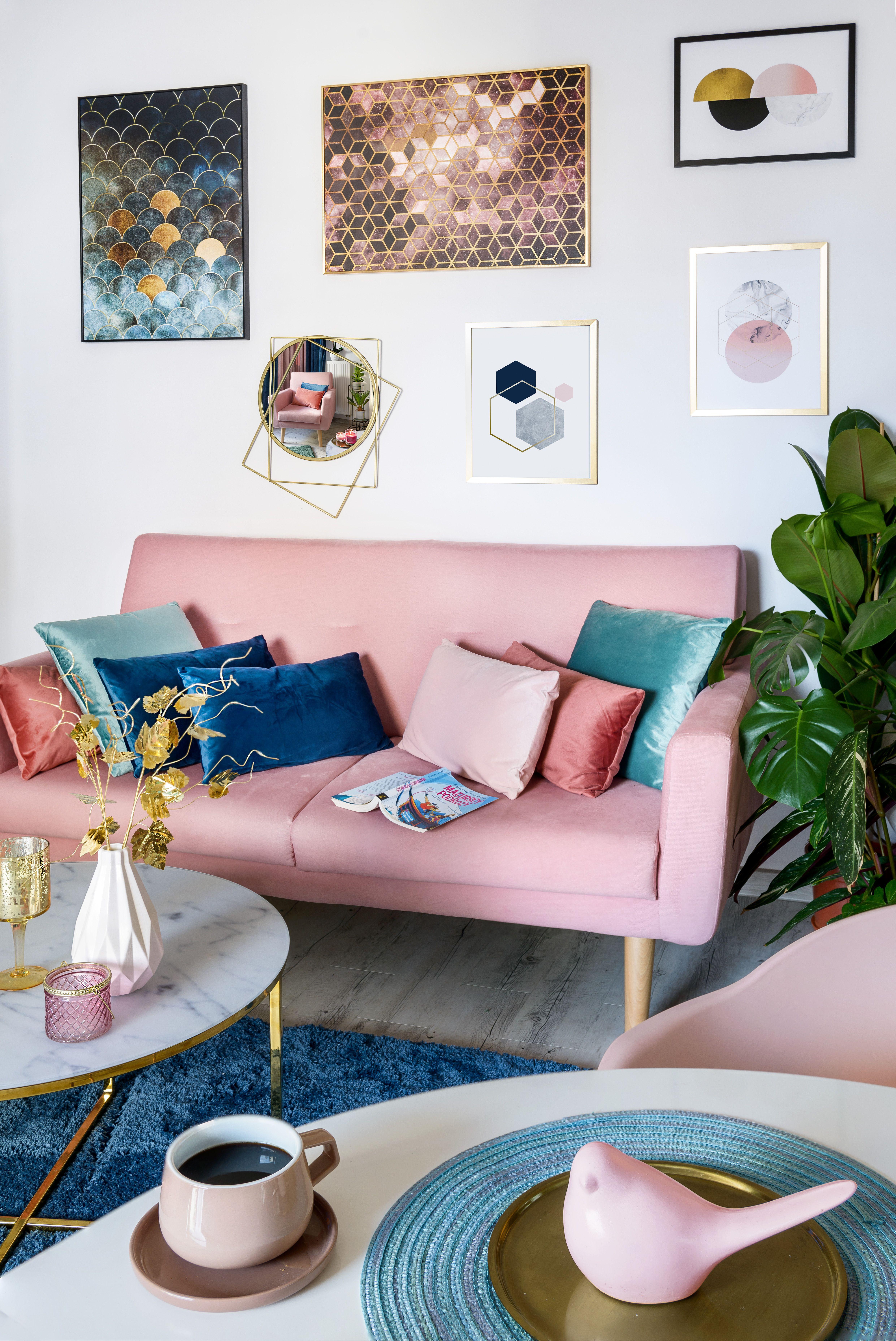 Leroymerlin Leroymerlinpolska Dlabohaterowdomu Domoweinspiracje Salon Dywan Poduszki Dekoracje Obrazy Ramki Boho Love Seat Home Decor Decor