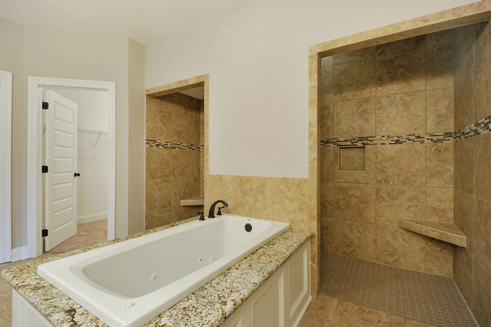 Superbe The Oasis Bath With Full Tiled Walk In Shower And Jetted Soaker Tub.