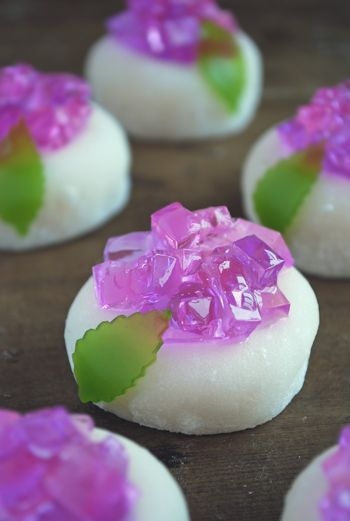 "Today's sweets tea ceremony on moist cake ""hydrangea"" is a hydrangea there is a lot of expression, but brocade ball is essential to produce ..."