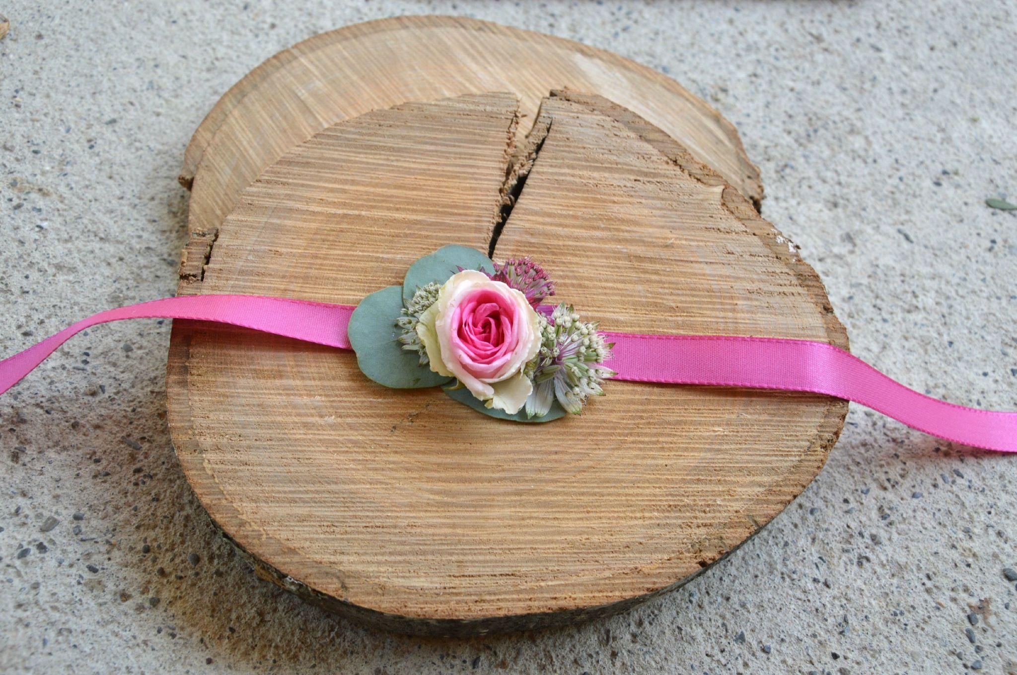 bracelet fleurs pour demoiselles d 39 honneurs id es mariage d co pinterest demoiselle. Black Bedroom Furniture Sets. Home Design Ideas