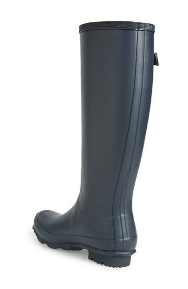Pairing these navy Hunter rainboots with denim and a cozy sweater on those drizzly days.