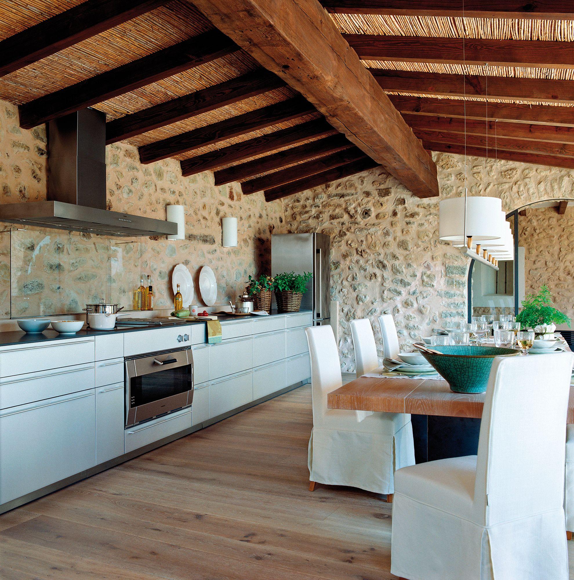 Cocina actual con gran mesa adosada de madera_ 00395645 | Grandes ...