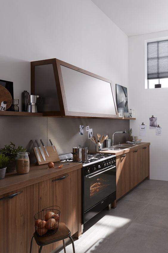 Industrial Deko küchenzeile aus holz die mit vintage griffen und passender deko den
