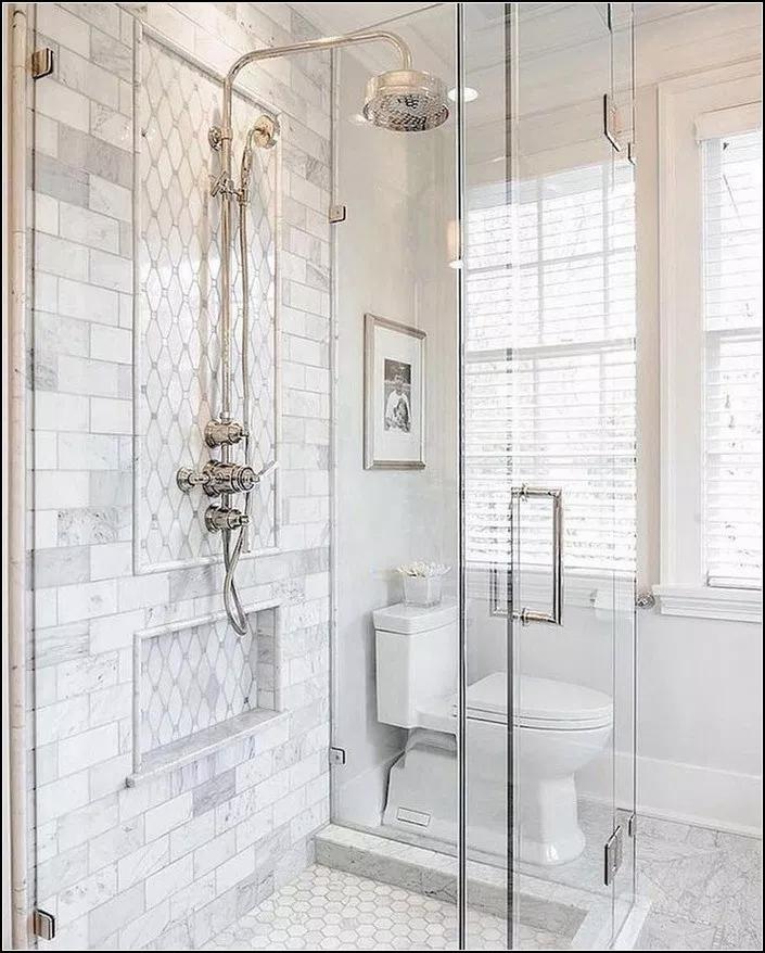 191 Lovely Master Bathroom Remodel Ideas Page 23 Myyhomedecor Com Masterbathroo White Bathroom Tiles Bathroom Tile Designs Small Master Bathroom