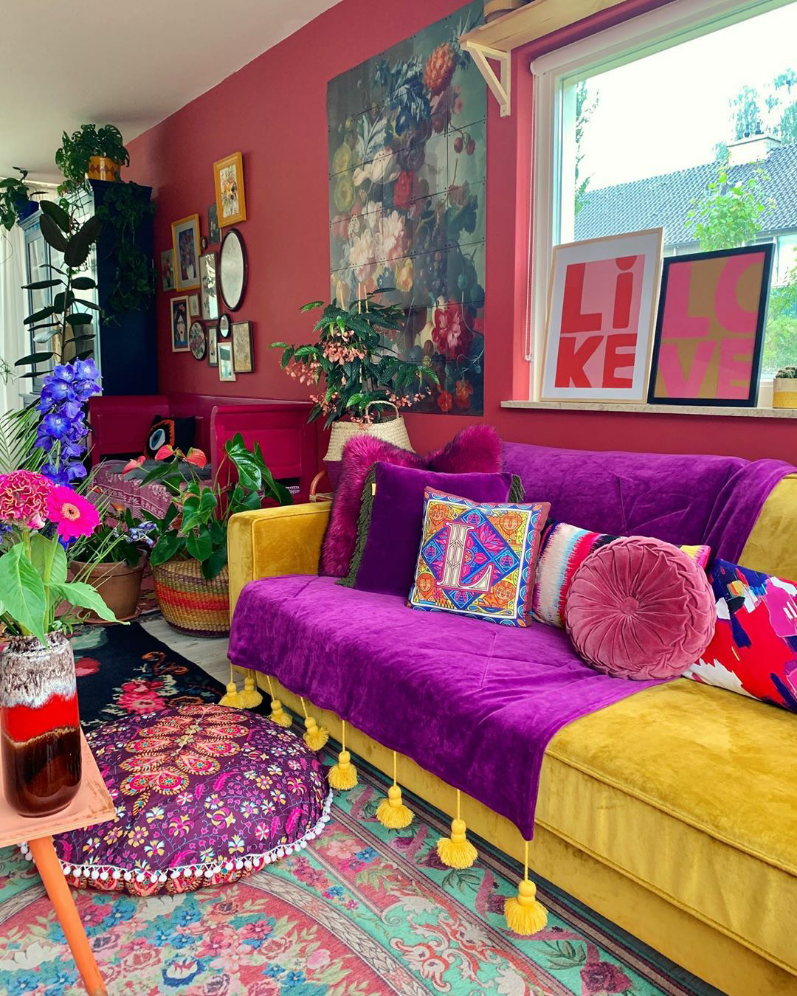 Oh WOW..the colors in here can brighten even the dullest day, don't you think?  📸 @colorful_kimmes 🌈 💜 . . . #colourfulhome #eclectichome #boldbohemians #myhousebeautiful #myeclecticmix #myhometoinspire #myhomestyle #bohemianstyle #moreismoredecor #colorismyjam #ecleticdecor #boldinteriors #thenewbohemians #midcenturyhome #stellarspaces #ecleticallymade #colourpop #homedecor #interiordecorating #eclecticdecor #colourmyhome #houseandhome #colourful_shots #bohemianstyle #binnenkijken  #interieu