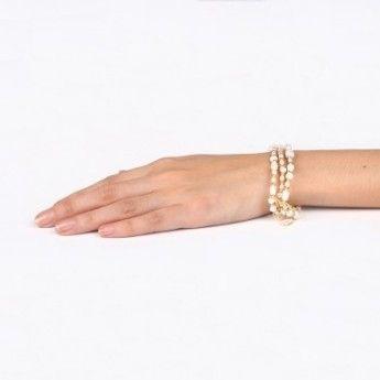 Pulsera Extensible de 3 filas Nature Bijoux Colección Bianca de perlas naturales combinadas con abalorios dorados. Pulsera hecha de forma artesana con materiales naturales. Muy cómoda.  http://www.tutunca.es/pulsera-de-perlas-abalorios-dorados-bianca-triple#