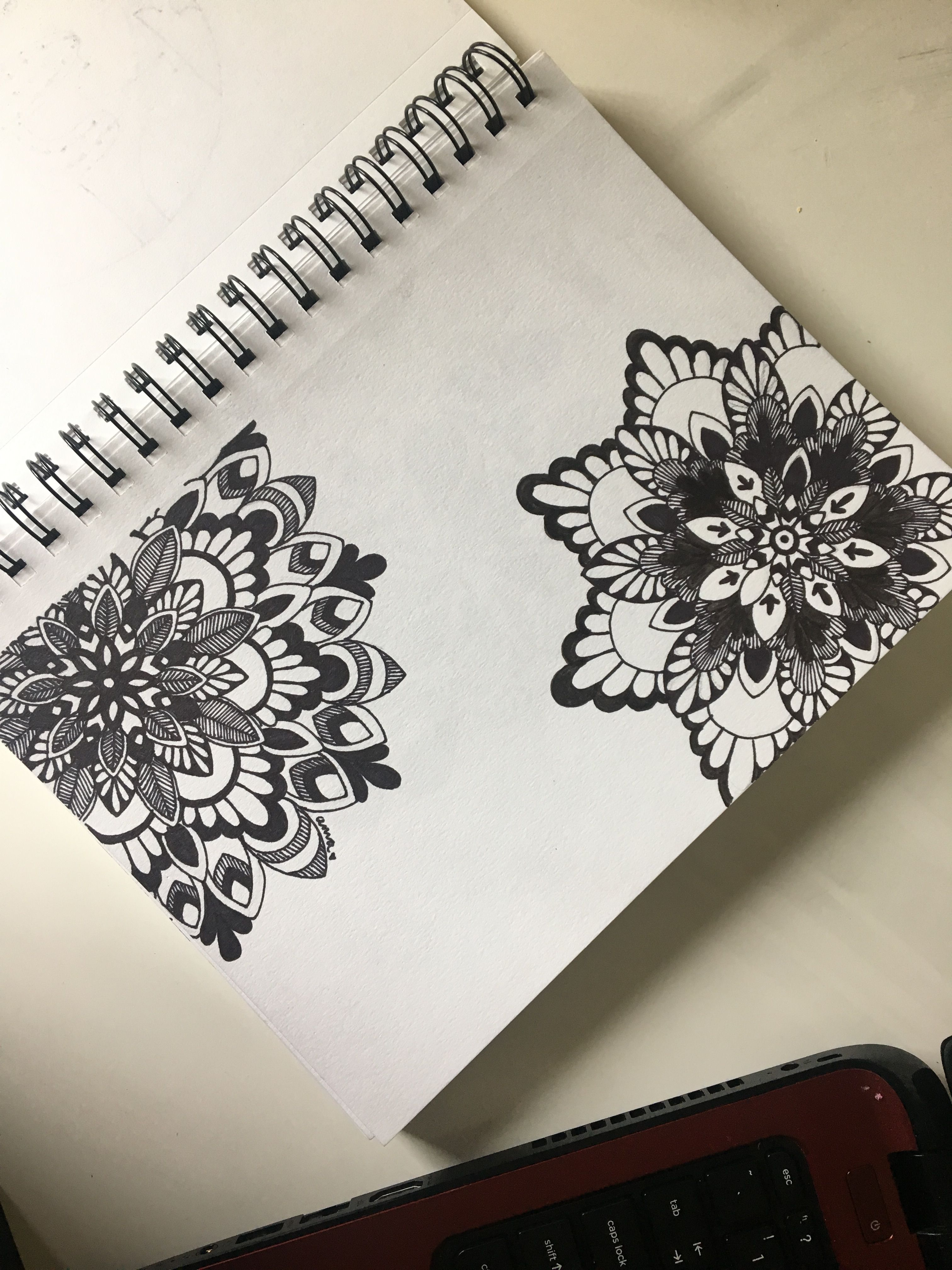 Black and white mandala drawing   Рисунок узора мандала ...
