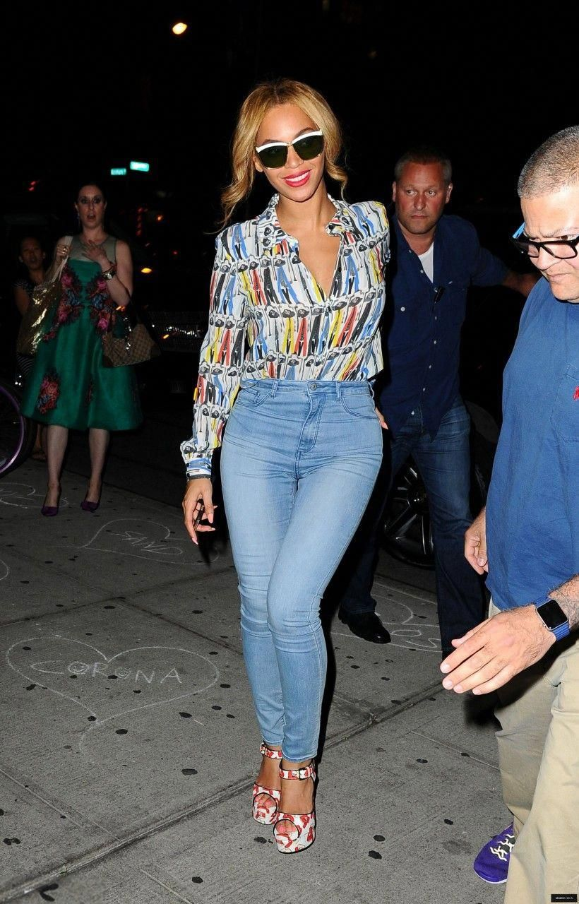 dfc861b591427e Beyonce Knowles wearing Brian Atwood X Donald Robertson White Karin Lip  Print Canvas Platform Sandals,