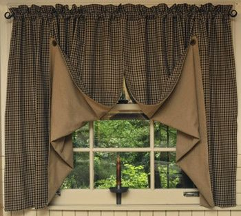 LOVE this country look - LOVE homemade curtains and valances.