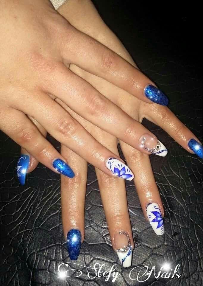 Blu E Bianco Con Fiore Blu E French Bianco Unghie Monocolore E