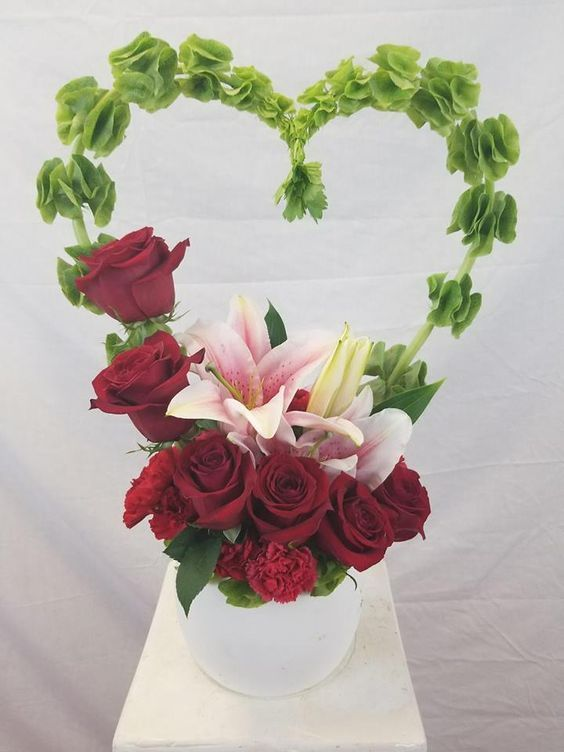 25 Best Floral Arrangements for Valentines Day to Give You Inspiration