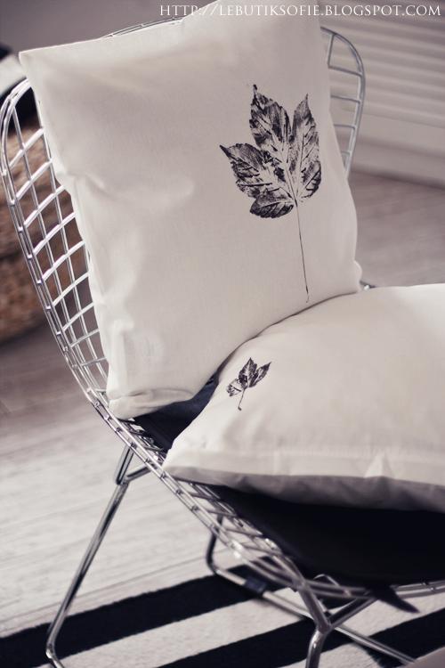 die kissen mit einem bogen zeitungspapier f llen damit die farbe nicht durchsickert schwarze. Black Bedroom Furniture Sets. Home Design Ideas