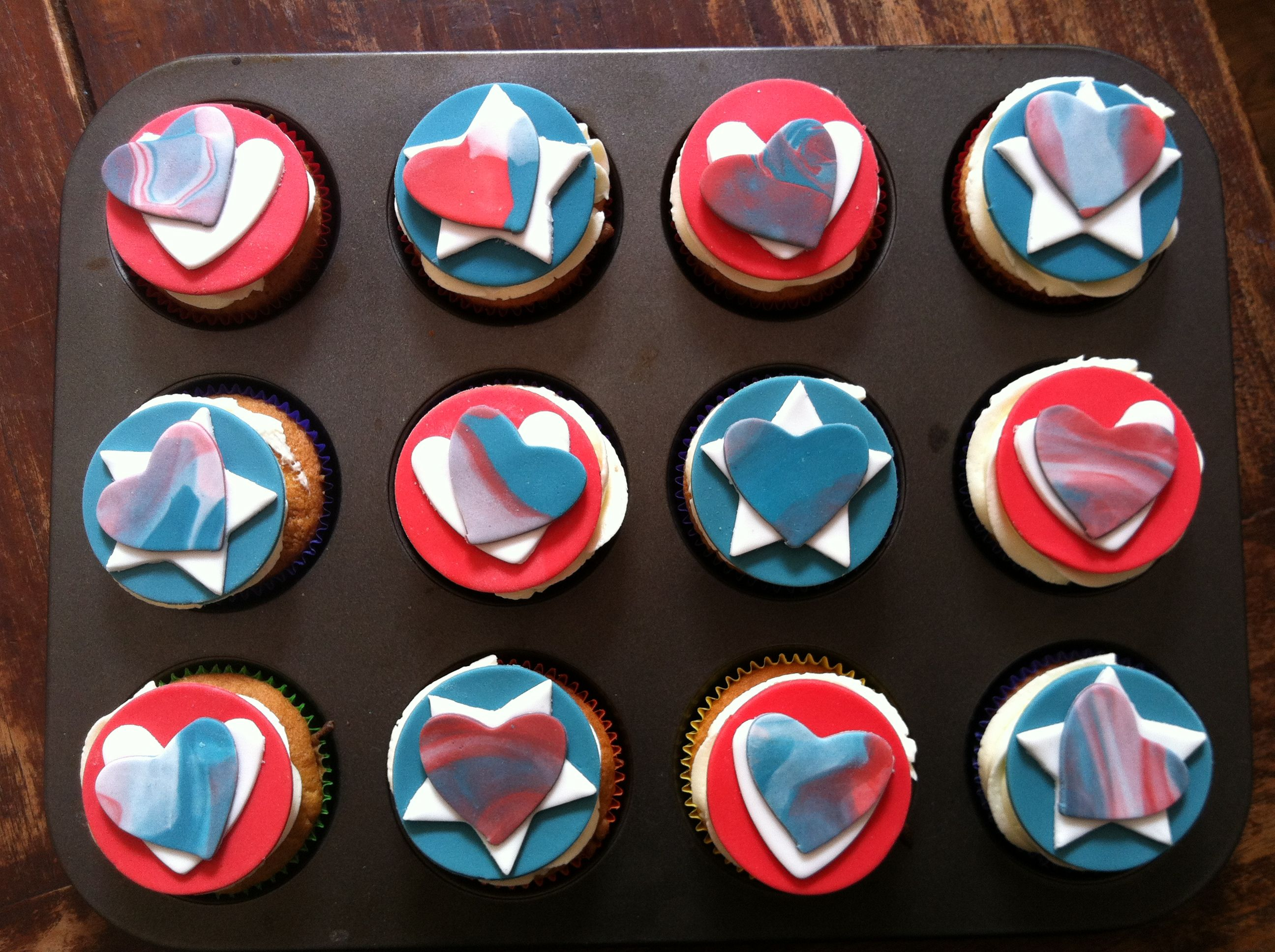 Cupcakes with buttercreme frosting and fondant discs