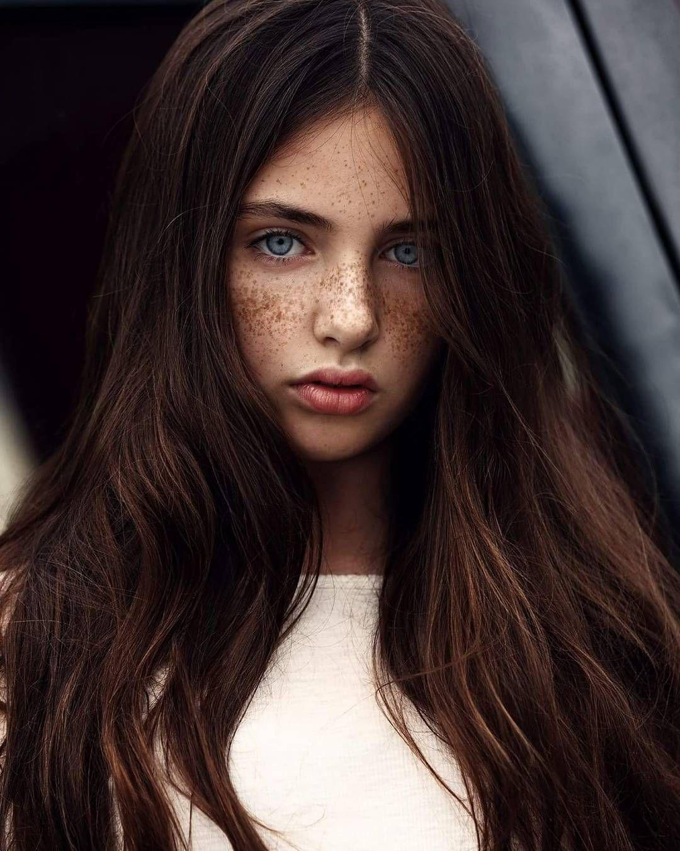 Необычно красивые девушки мира