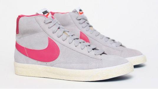 Nike BLAZER MID SUEDE VINTAGE W Baskets Femme Rose Noir
