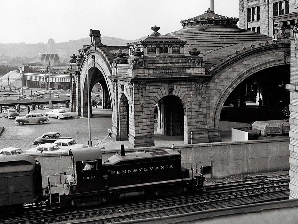 At Pittsburgh In 1956 A Pennsylvania Railroad Sw1 Switches Cars On The Panhandle Side Of The Station As Pas Pennsylvania Railroad Railroad Pictures Railroad