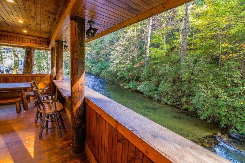 A River Runs Thru It Cabin Rentals Of Helen In 2020 Cabin Cabin Rentals Luxury Rentals