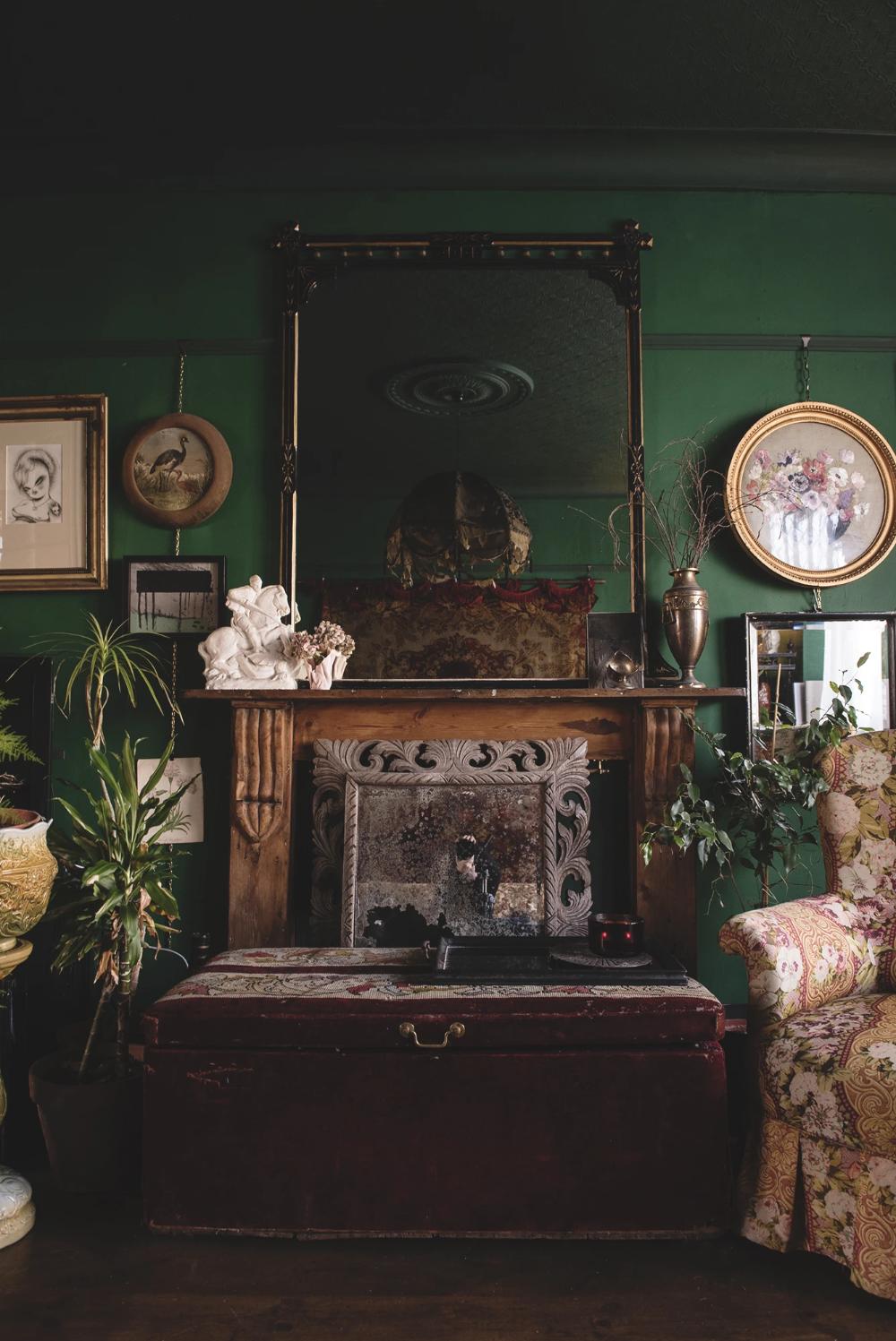 Photo of Decorative Antiques Shop & Interior Design Bristol – Dig Haushizzle