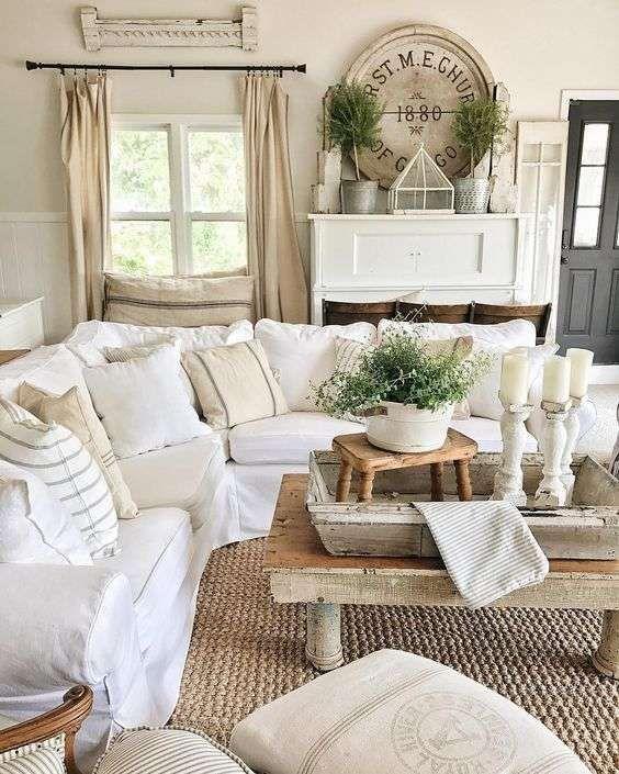 Idee per arredare un soggiorno in stile shabby chic - Divano in ...