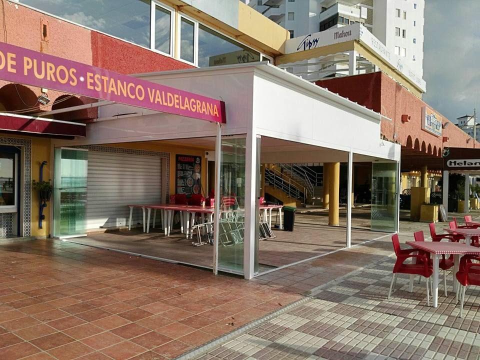 Cerramiento de terrazas con cortinas de vidrio para bares y