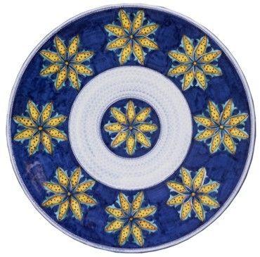 Piatto in ceramica realizzato su sfondo bianco con decorazione in blu cobalto e corolle gialle dorate
