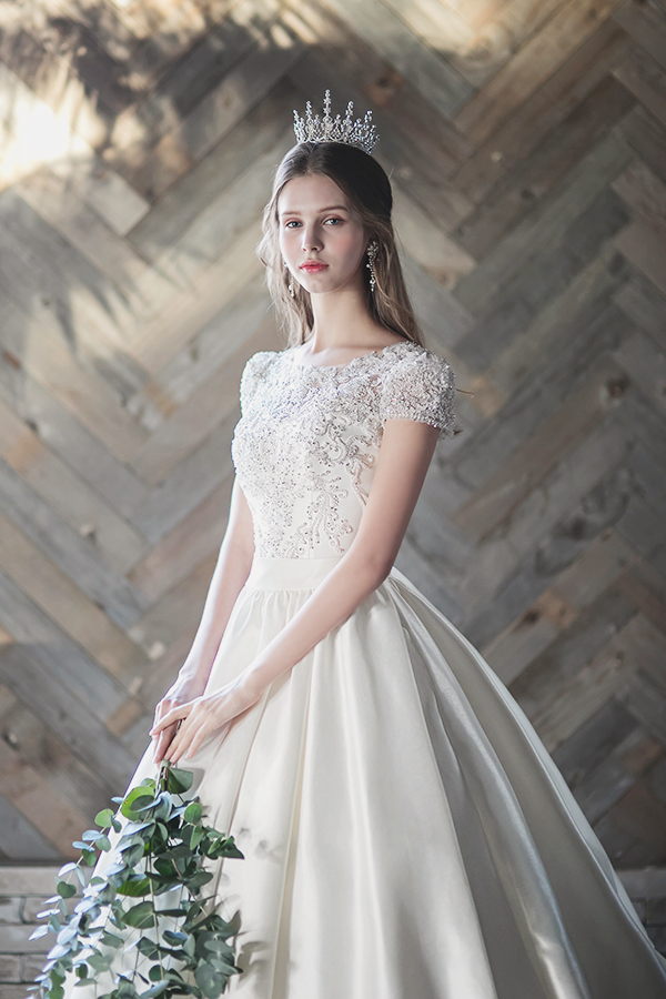 Exceedingly beautiful wedding gown from UMsposa featuring chic jewel ...
