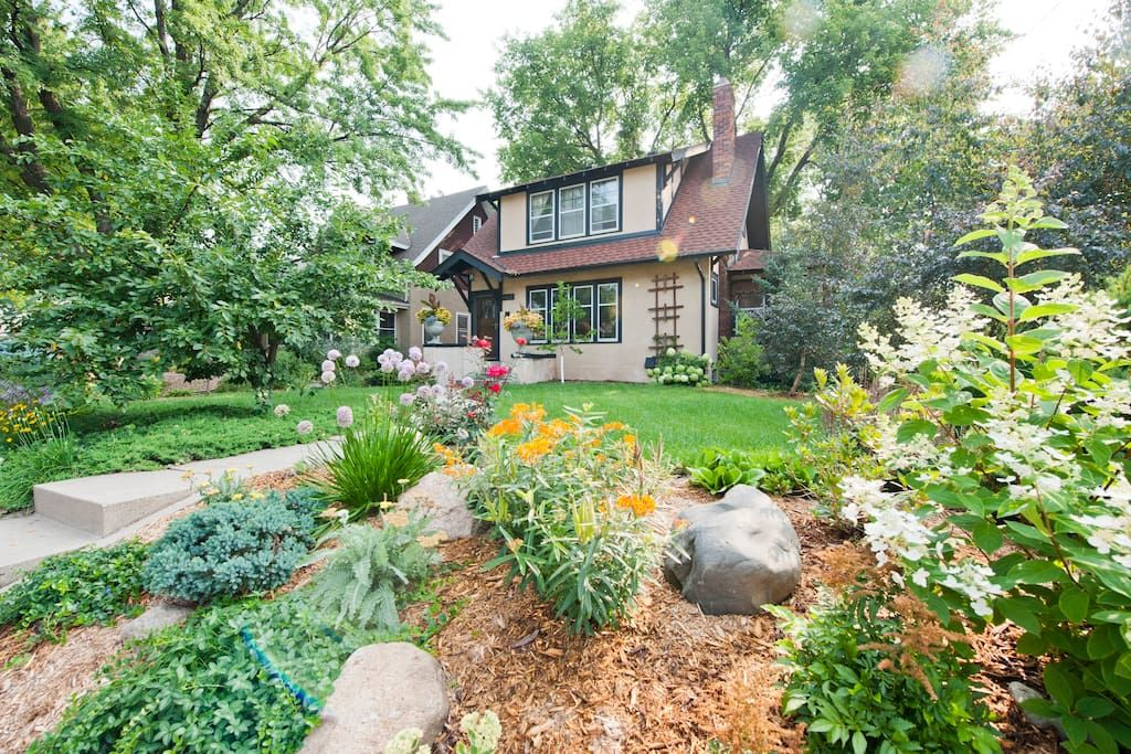 in Minneapolis, US. An updated Arts and Crafts home with