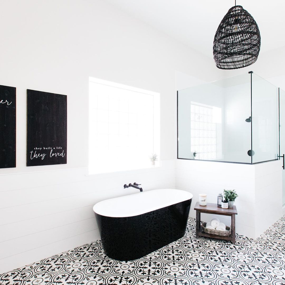 This is what modern farmhouse bathroom dreams are made of