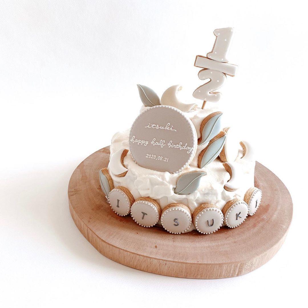 re bb on instagram half birthday cake chillinさんの アイシングクッキーを飾り付けた バースデーケーキ 手作りへなちょこケーキに この最高のクッキーを載せたら 信じられない アイシングクッキー バースデーケーキ アイシング