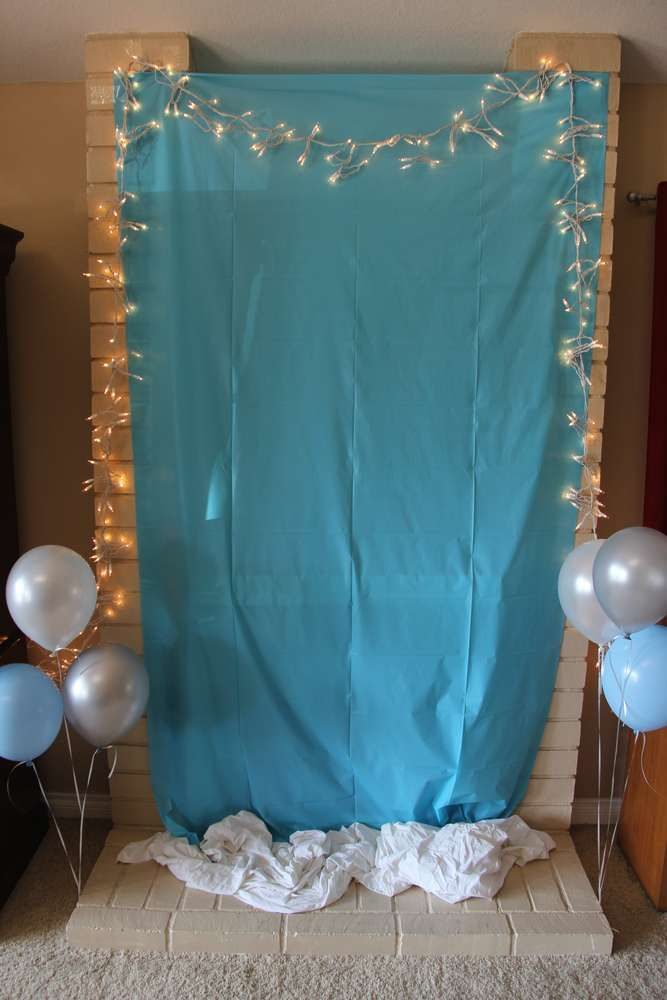 Frozen Theme A Quick And Easy Idea For A Frozen Backdrop For