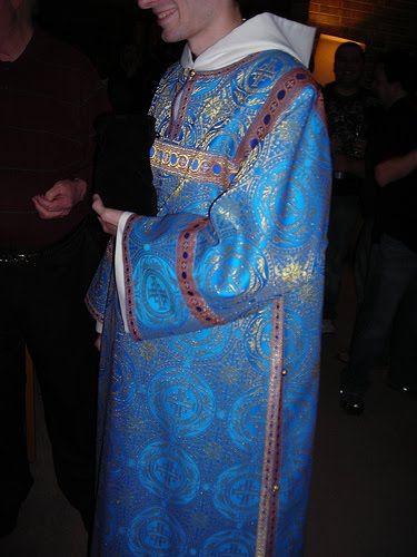 Es ist immer noch Vollmond, da fallen einem die seltsamsten Sachen ein: angesichts dieses wunderschönen Bildes einer hl. Jungfrau Cäcilia ge...