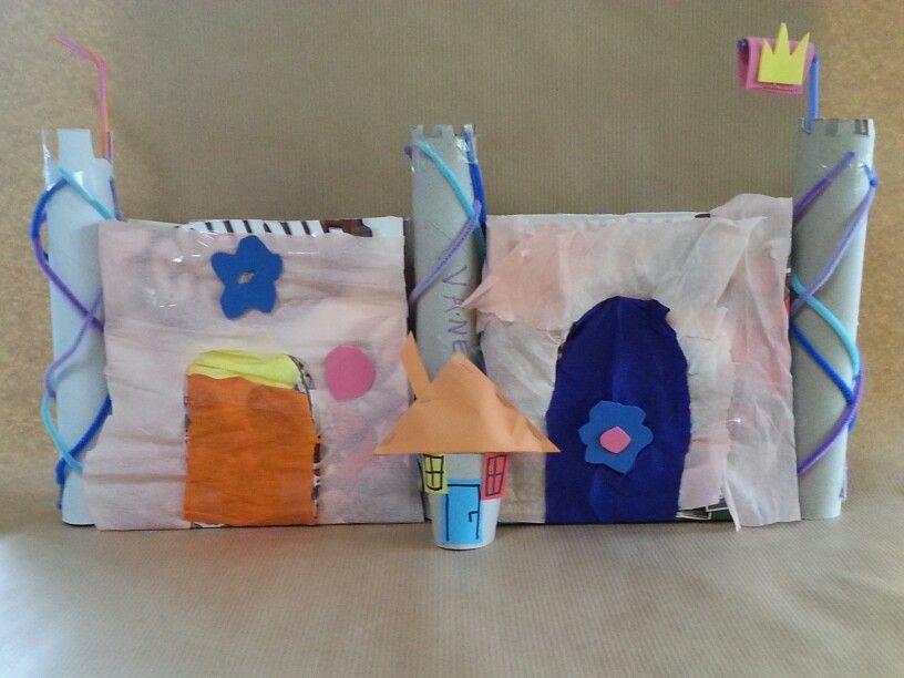 Castello con rotoli carta cucina e scatole cereali