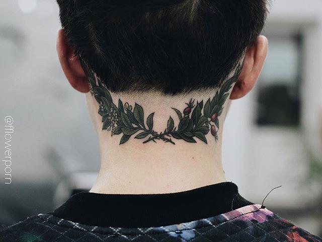 Lorbeerkranz Neck Tattoo Back Of Neck Tattoo Wreath Tattoo