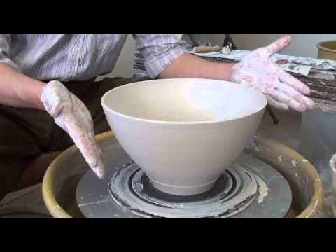 171 Throwing A Thin Wall 4 Lb Bowl With Hsin Chuen Lin Youtube Pottery Techniques Clay Pottery Thrown Pottery