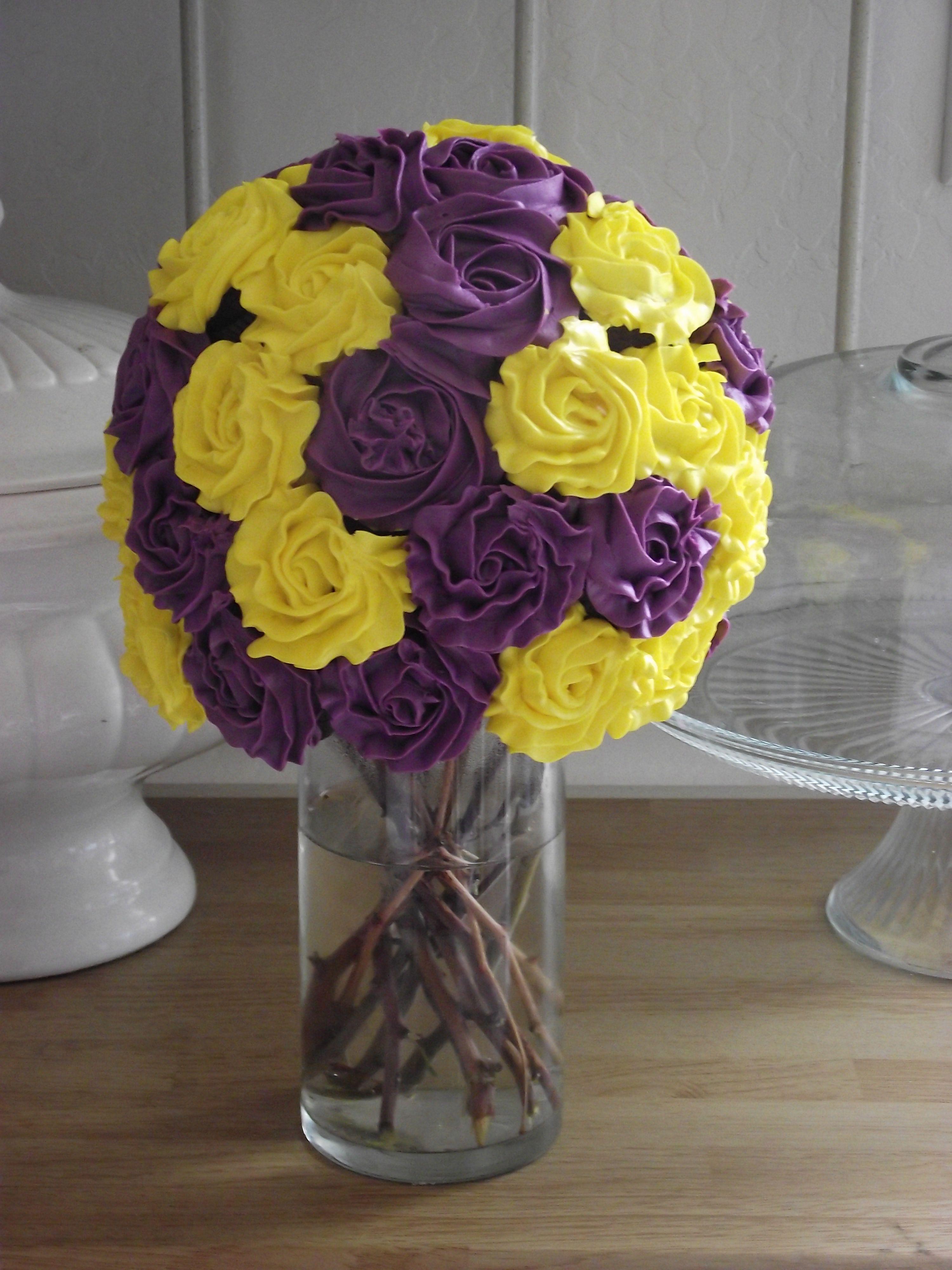 Cupcake Bouquet Cupcake cakes, Beautiful cupcakes