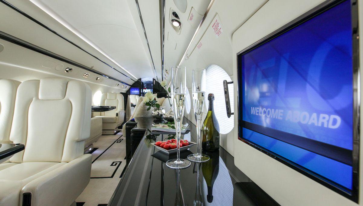 Gulfstream 550 welcome on board gulfstream G550 leisure privatejet luxury businessjet