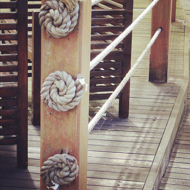funky rope railing idea for stairs | Railing ideas, Boat ...