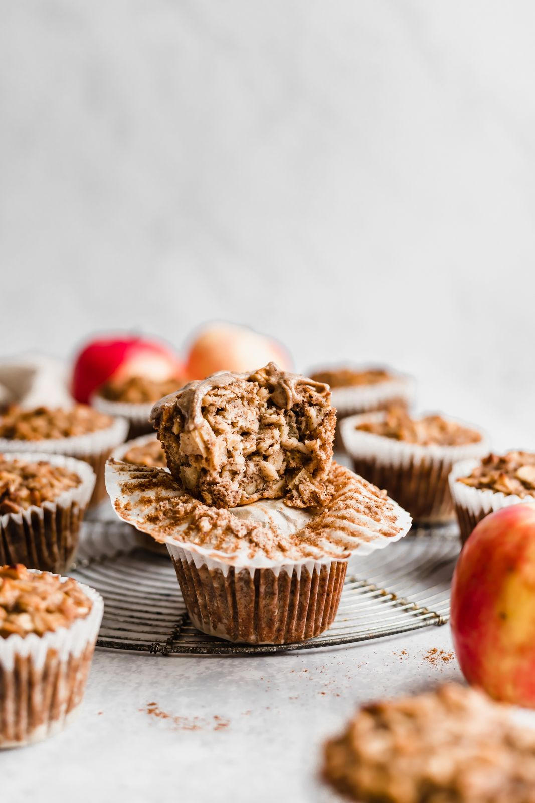 Easy apple cinnamon baked oatmeal cups made with applesauce, fresh apples, oats, maple syrup and almond butter for a boost of protein + flavor. Freezer-friendly, great for kids or meal prep! #freezerfriendly #bakedoatmeal #oatmeal #applerecipe #almondbutter #kidfriendly