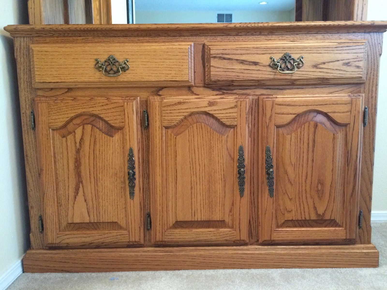 Beautiful Solid Oak Hutch and Buffet Storage Cabinet Display Home