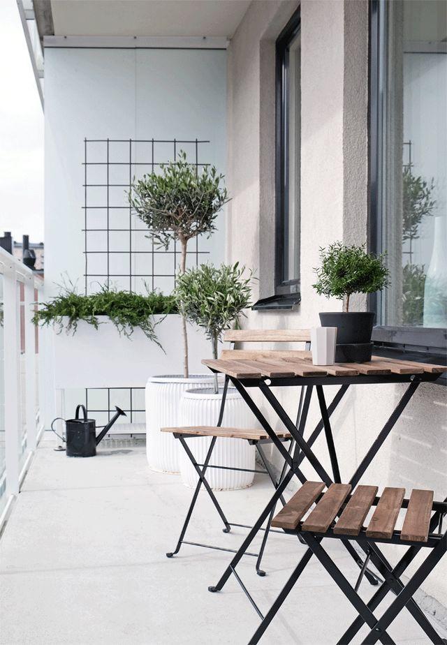 balcon outdoor white design mobilier plantes terrasse inspiration en 2019 balkon gestalten. Black Bedroom Furniture Sets. Home Design Ideas