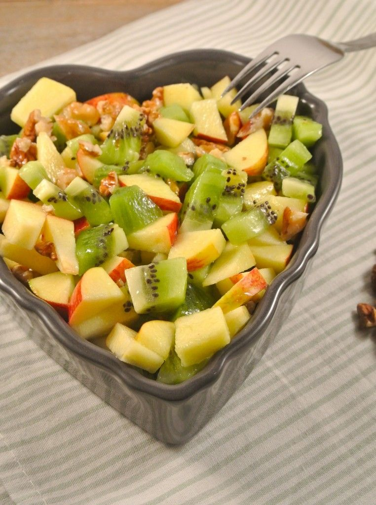 gezonde salade met kiwi, appel en walnoot | elements of nutrition