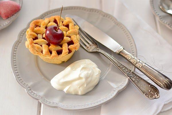 Mini cherry pies for Valentine's day - mini tartas de cereza para San Valentín
