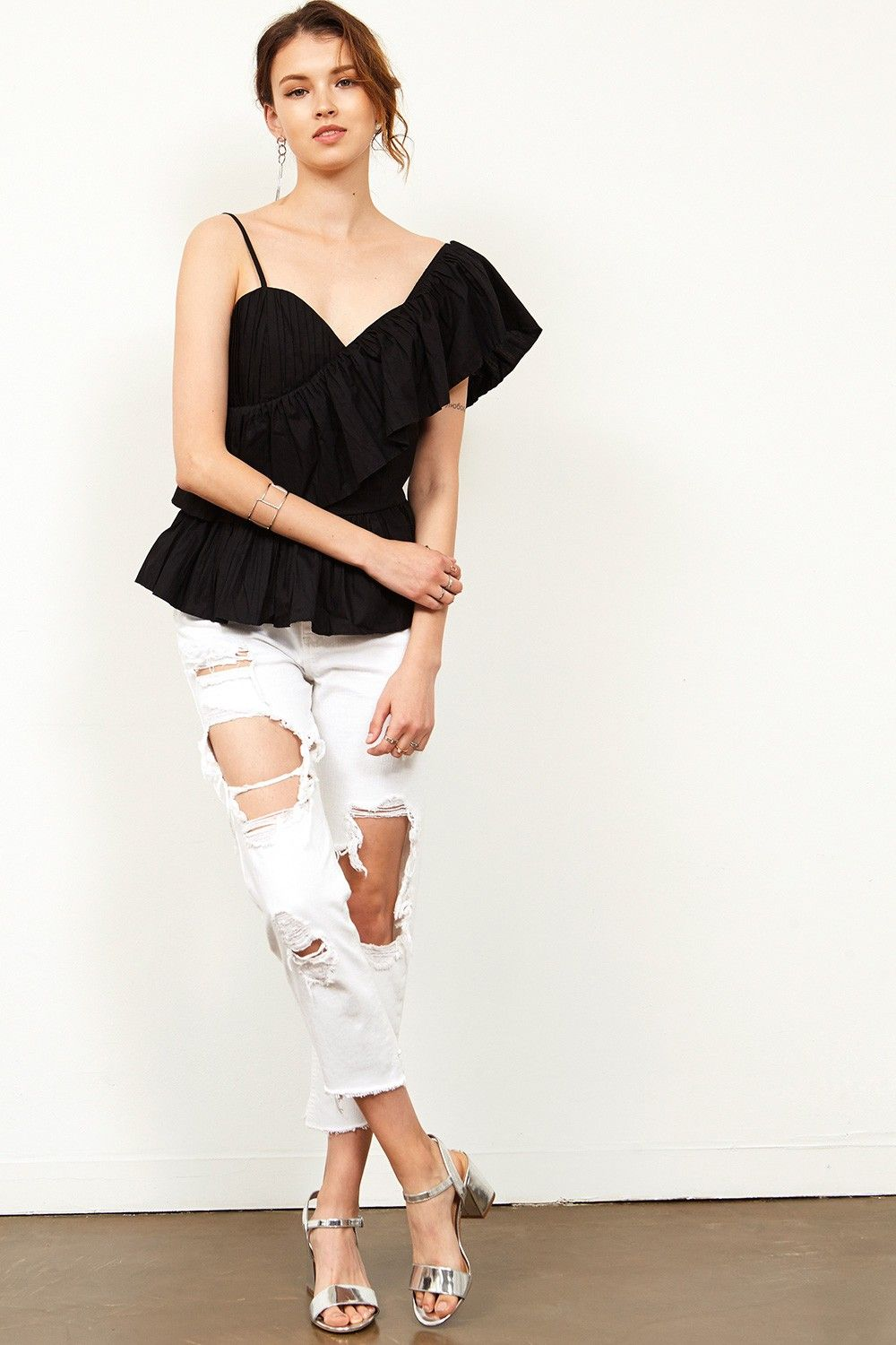 Kalisa Distressed White Jeans Discover the latest fashion trends online at storets.com #bottoms #jeans #whitejeans #distressedjeans #fashion #ootd #storetsonme