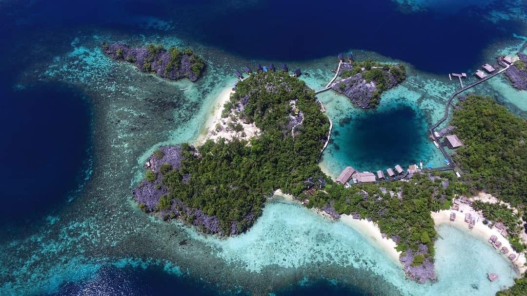 Labengki Island Surga Bagi Pecinta Laut Panorama Alam Yang Eksotis Air Laut Yang Tenang Dan Dikelilingi Bukit Bukit Berbatu Hijau Sert Alam 14 Oktober Pulau